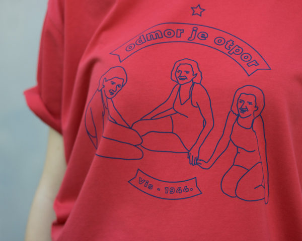 Crvena VIS majica detalj